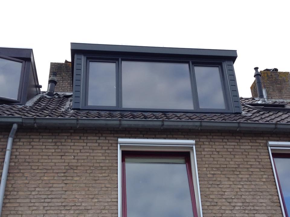Traditionele Keralit dakkapel en Velux dakraam geplaatst te Leusden.
