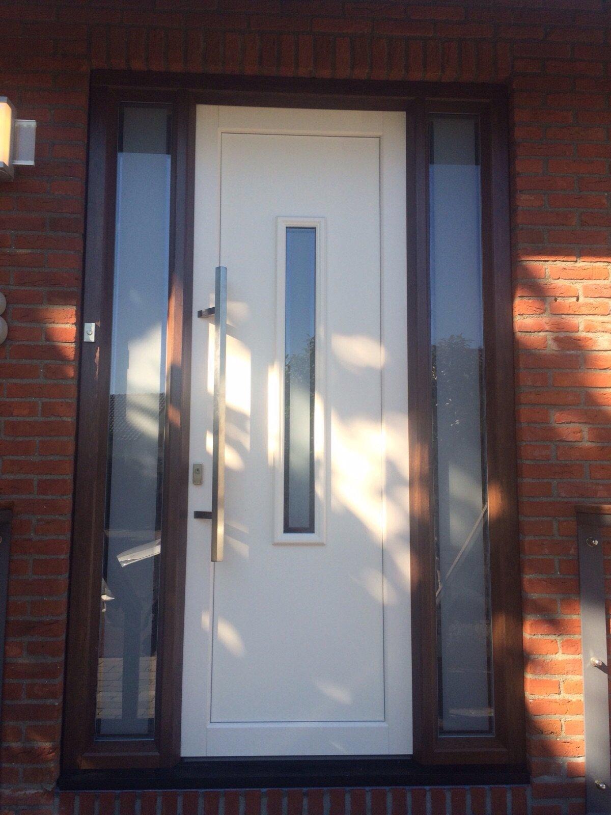 Onderhoudsvrije kunststof voordeur en achterdeur geplaatst te Soest.
