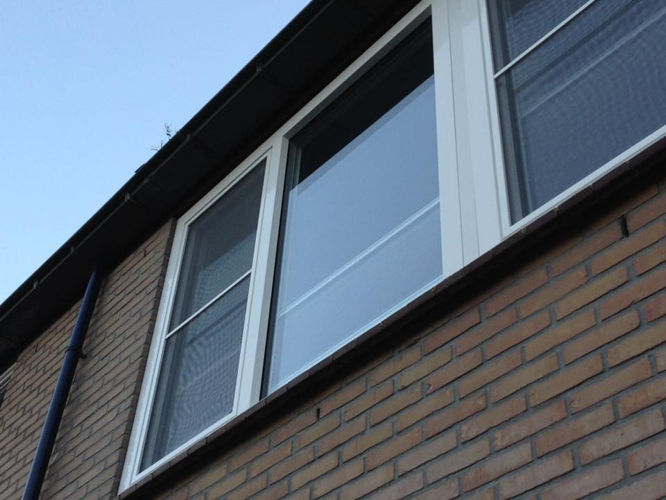 Knipping kozijnen, luxaflex inzet horren en Keje raam decoratie gemonteerd te Nieuwegein.