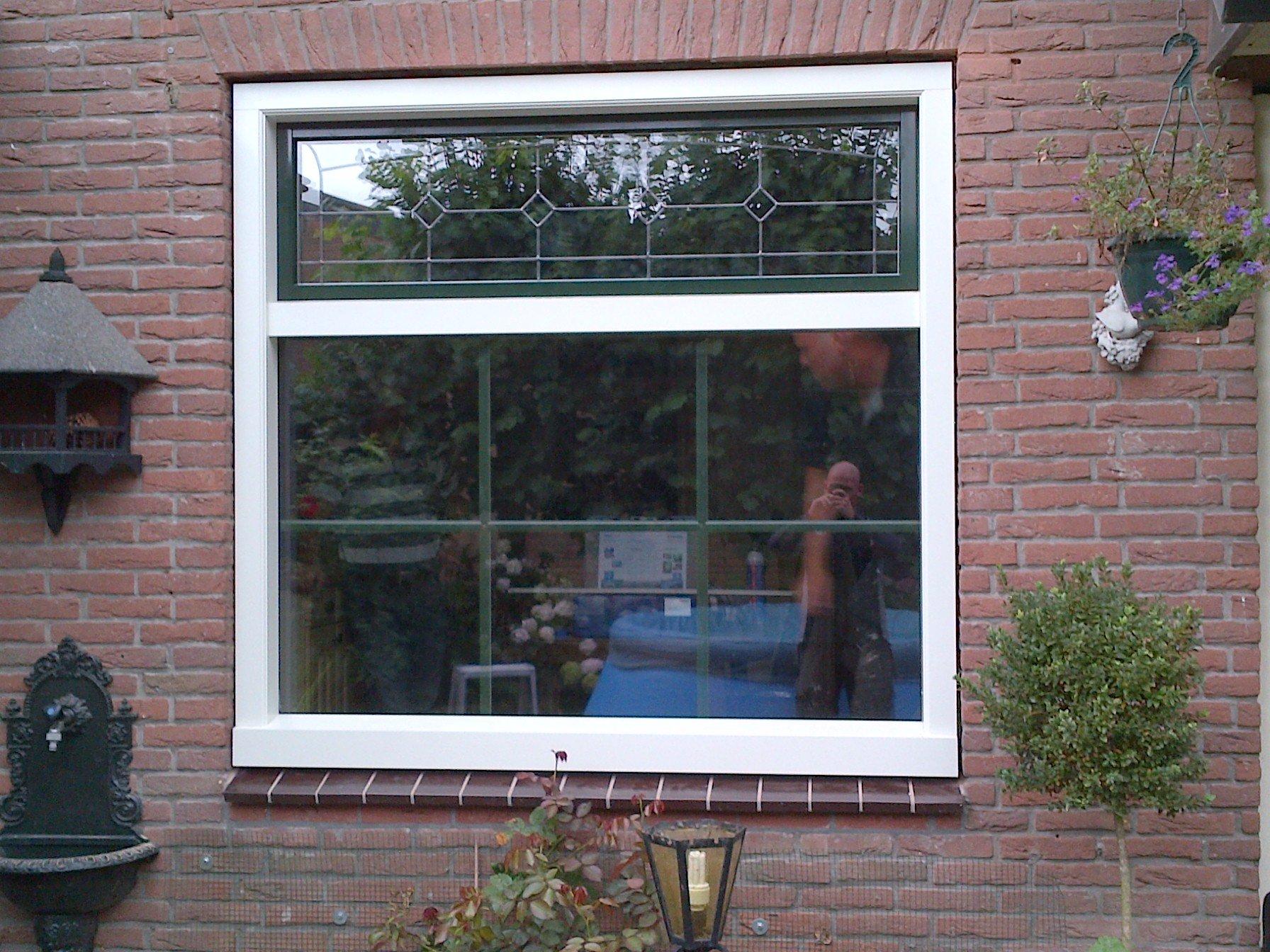 Knipping Classic kozijn gemonteerd met glas in lood te Maarssen.
