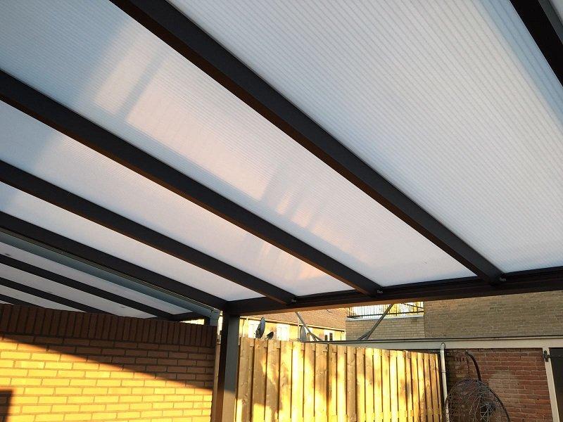 Aluminium veranda met LED spotjes gemonteerd te Nijmegen