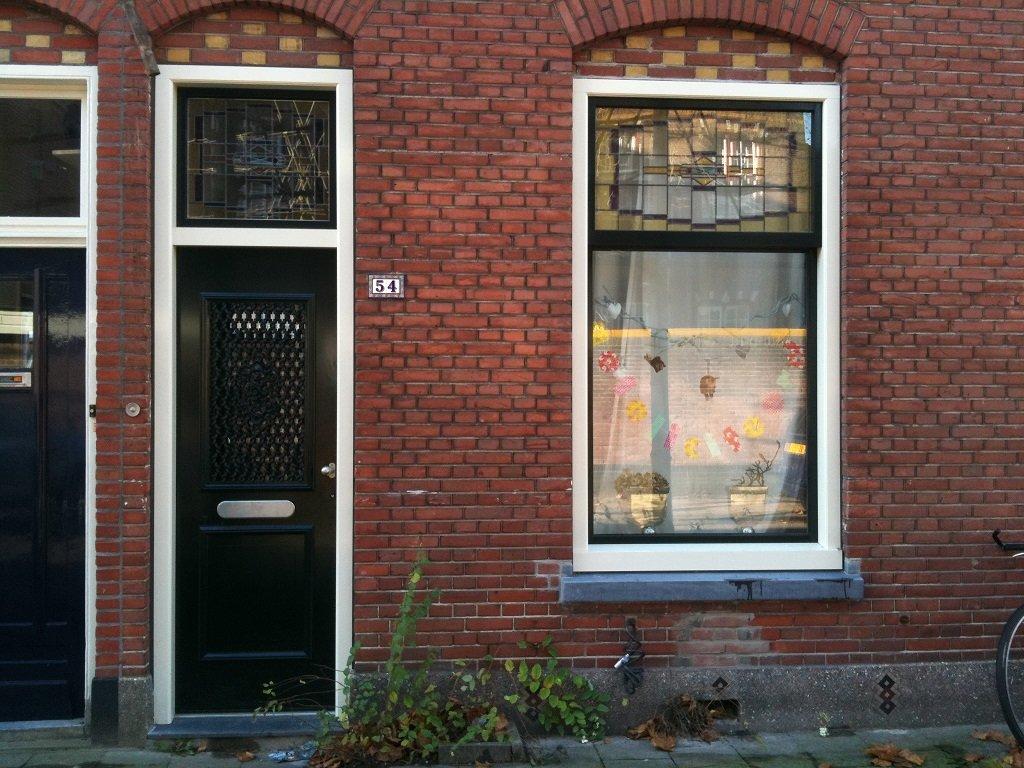 Knipping Classic kozijnen en voordeur geplaatst met glas in lood te Utrecht